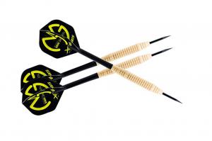 Tres dardos baratos con punta de metal (acero)